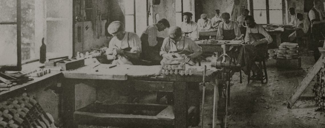 Photo d'époque des ateliers Laberte-Humbert à Mirecourt.