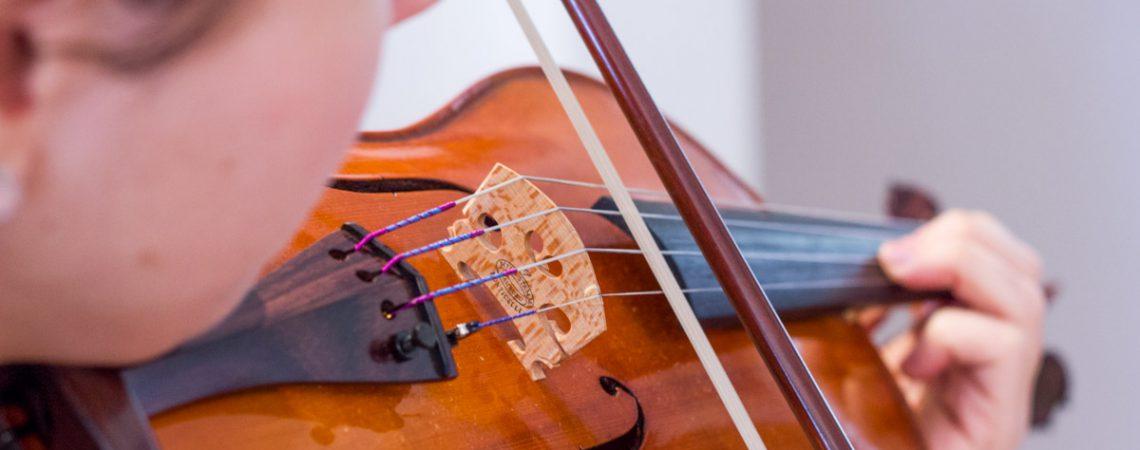 Bien choisir les cordes de son violon est un élément crucial de la production du son et du confort.