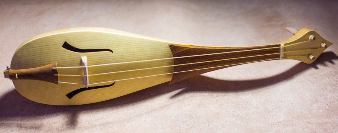 Choisir les cordes de son violon baroque ou d'autre instruments anciens peut-être difficile car les cordes en boyau de gros diamètre sont difficile à trouver.