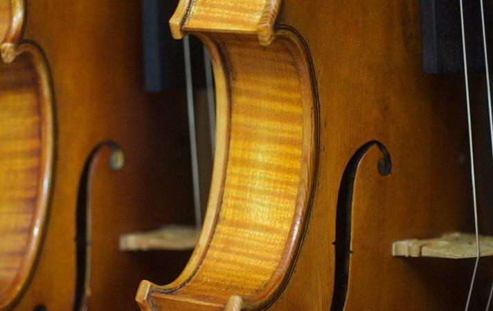 La forme des ouïes du violon.