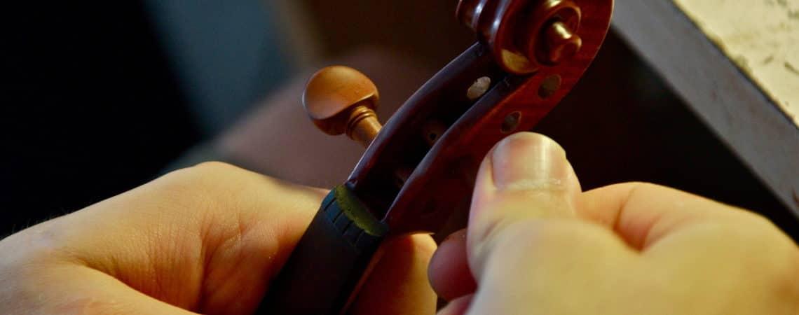 Qui est le luthier du quatuor, que fait-il et surtout : pourquoi un nom pareil ?