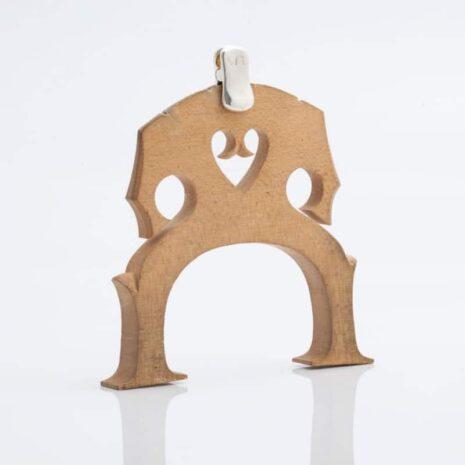 La sourdine d'orchestre WMutes pour violoncelle argentée installée sur le chevalet