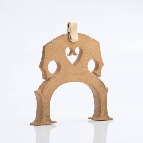 La sourdine d'orchestre WMutes pour violoncelle dorée installée sur le chevalet