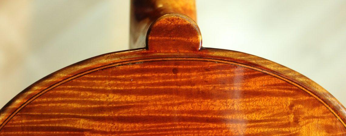 Le bouton d'un violon kmg modèle guadagnini