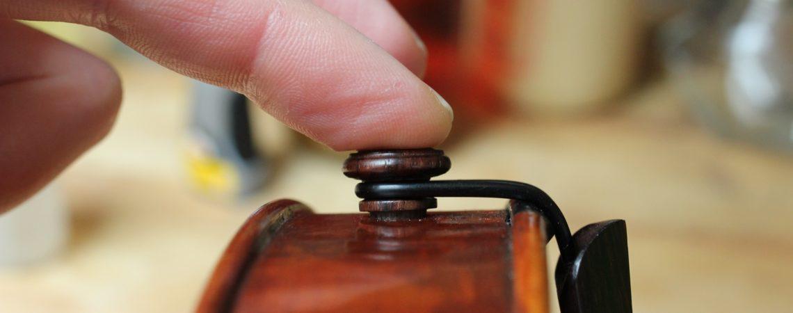 comment bien tenir son violon par le bouton