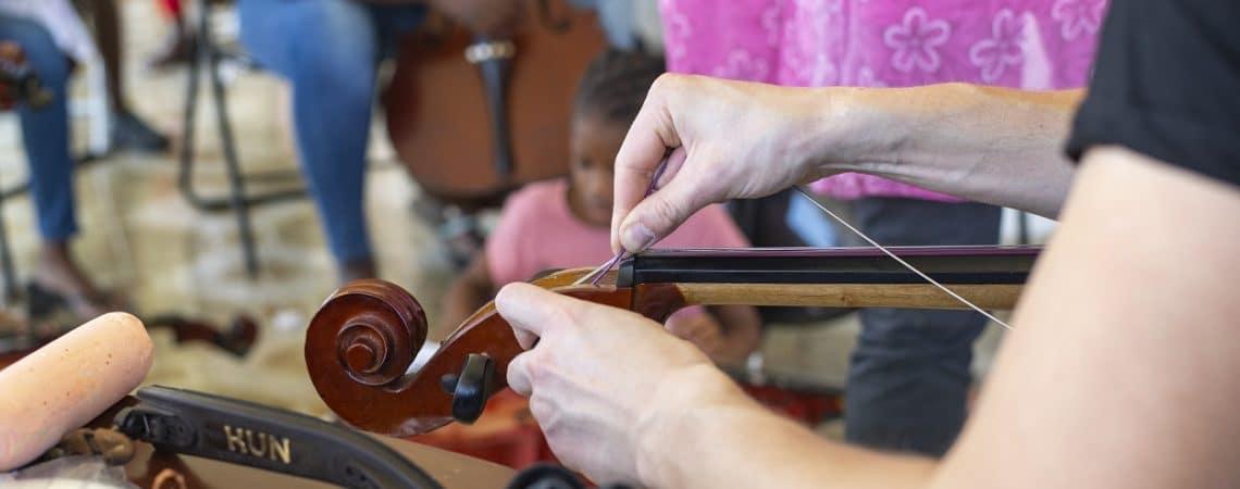 Changer les cordes de son violoncelle en Guadeloupe