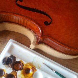 Comprendre le montage du bouton d'un violon Comprendre la retouche d'un violon