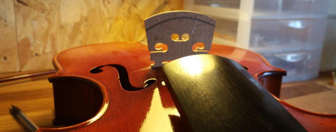 Comprendre le montage du violon avec la projection de la touche sur le chevalet