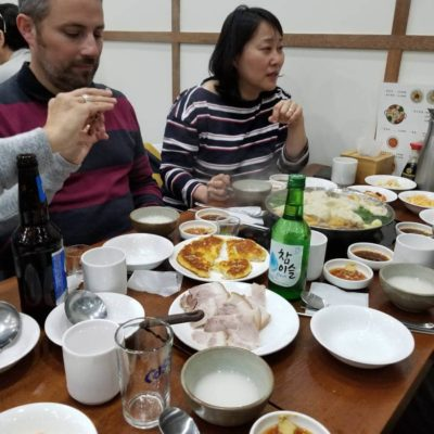 Un restaurant de spécialité Nord coréennes avec des amis