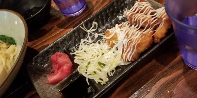 Il y a aussi de la nourriture plus japonaise.