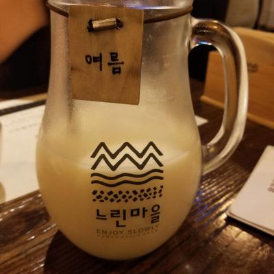 Makgeoli, un alcool de riz laiteux et pétillant.