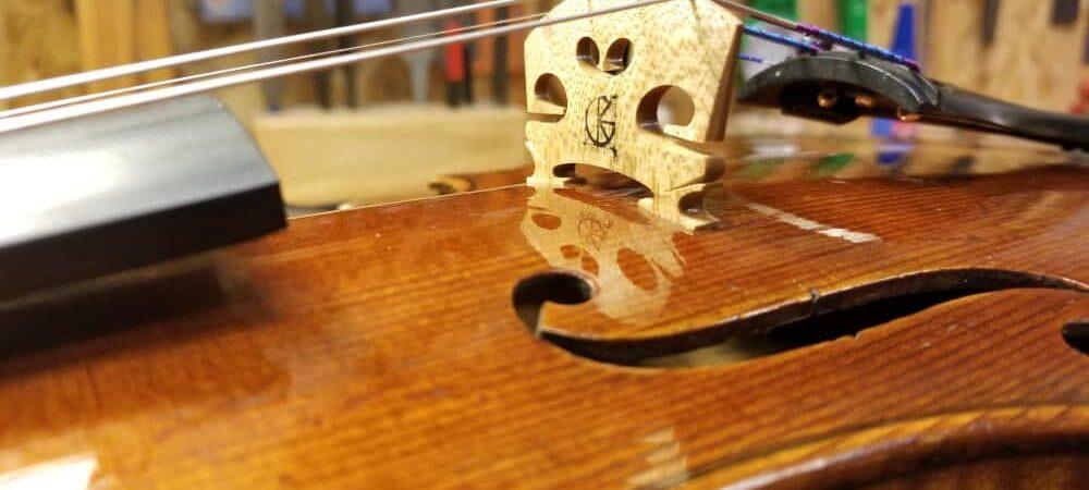 Comment replacer le chevalet d'un violon