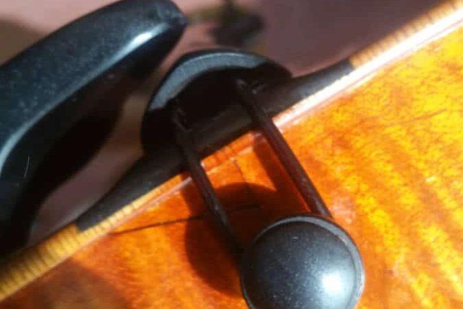 Un violon authentique, sillet et fausse réparation