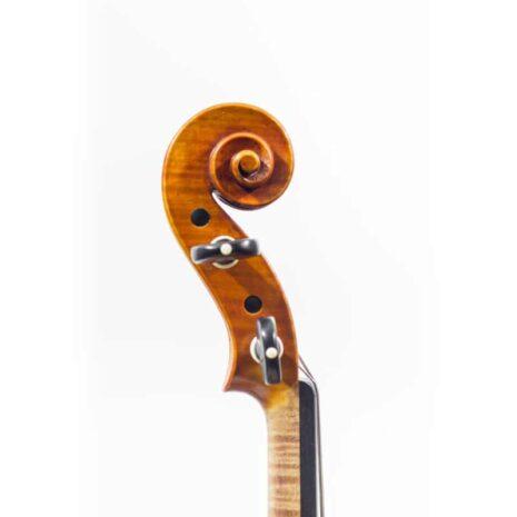 La volute d'un violon par Guillaume KESSLER